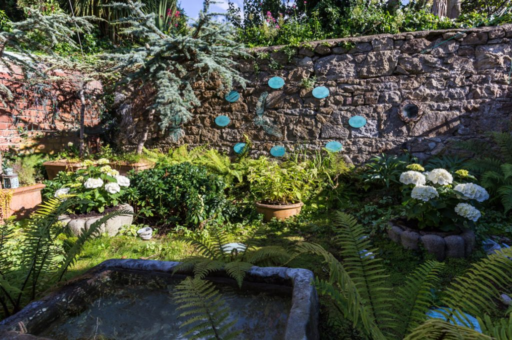 Plaque Garden